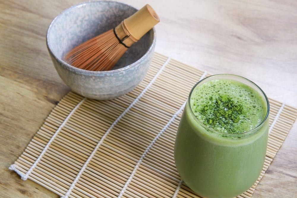 Kokos-Avocado-Matcha-Smoothie